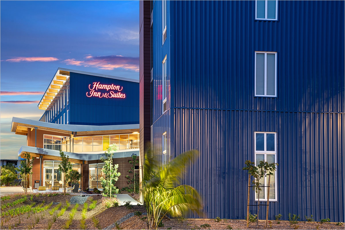 Hampton Inn & Suites Exterior Entry at Dusk
