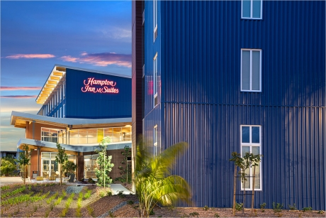 Hampton Inn & Suites Exterior Entry rendering